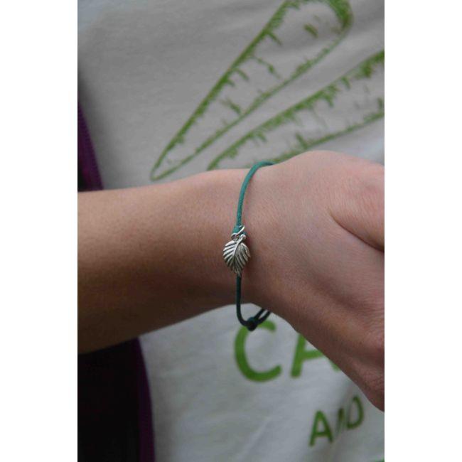 Bransoletka - zielony sznurek z zawieszką liść